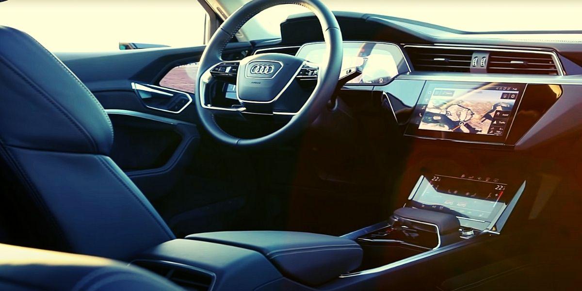 Audi e-tron 2021 салон водителя место
