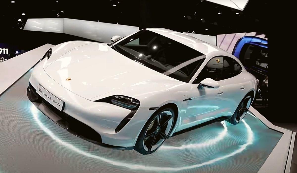 Porsche Taycan Turbo S с автосалона