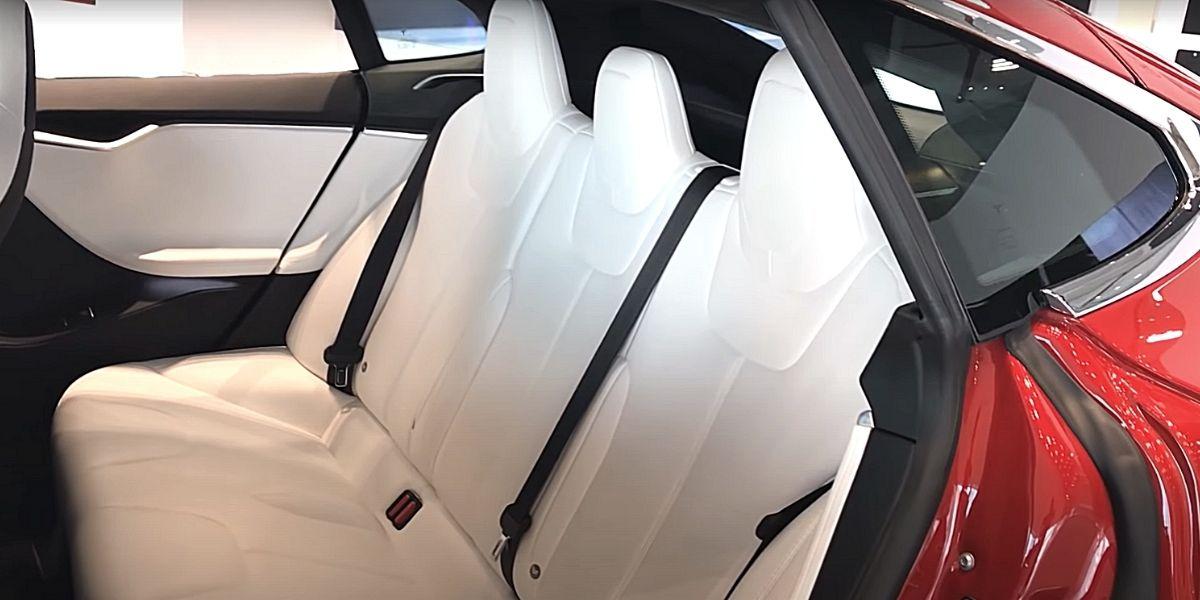 модель S задние сиденья