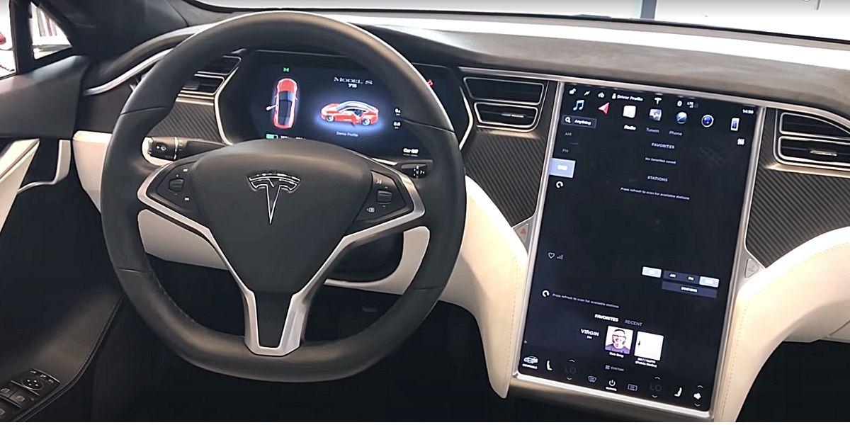 modelS панель водителя
