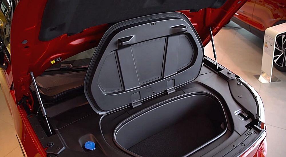 багажник под капотом