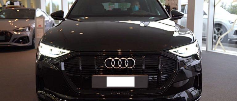 электромобиль Audi E-tron