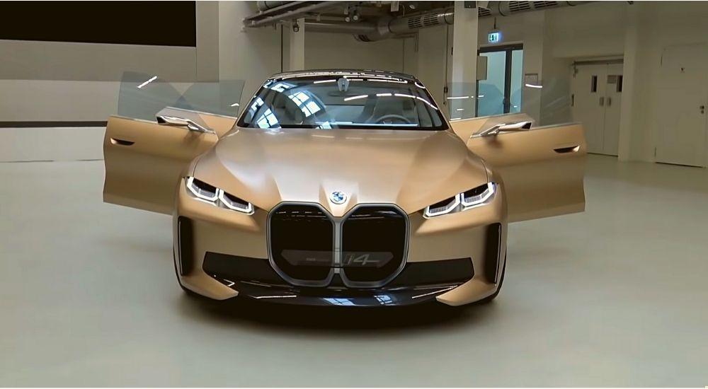 Электромобиль BMW i4