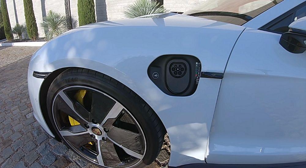 Разъём для зарядки Porsche