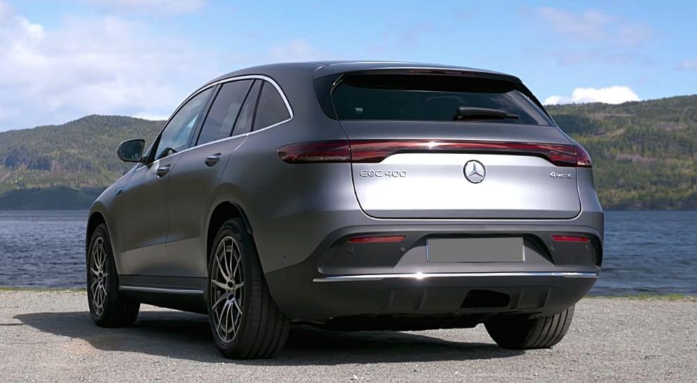 Вид сзади Mercedes EQC