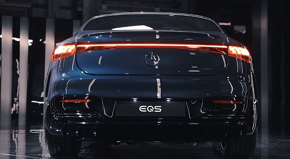 Вид сзади фотография электромобиля